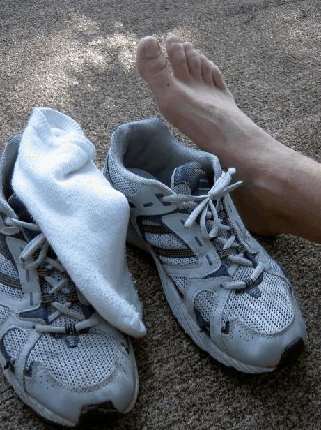 dbaj o suchość stóp i wentylację obuwia inaczej nabawisz się grzybicy którą skutecznie leczy tylko exodermin krem